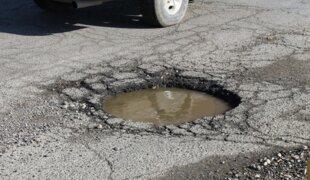 As 6 peças do carro que mais sofrem nos buracos