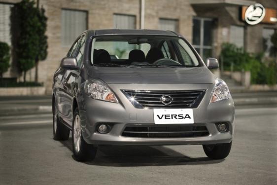 Nissan Versa 1.6 16V SV 2014