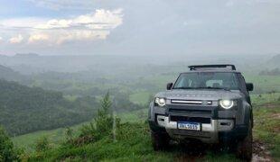 Avaliamos o Land Rover Defender: estabilidade impressiona